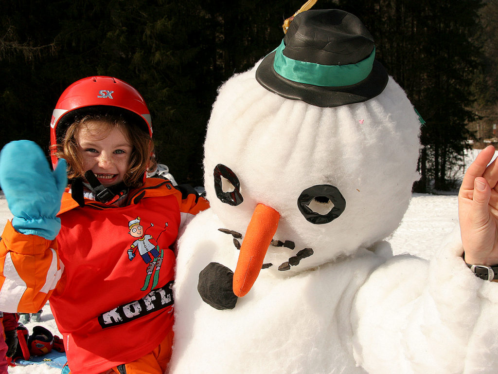 ski-course-snow-man-winter-holidays