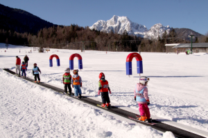Snowman-skiing -course-winter-holidays 3
