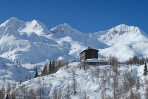 weekend-ski-touring-julian-alps-komna-hut